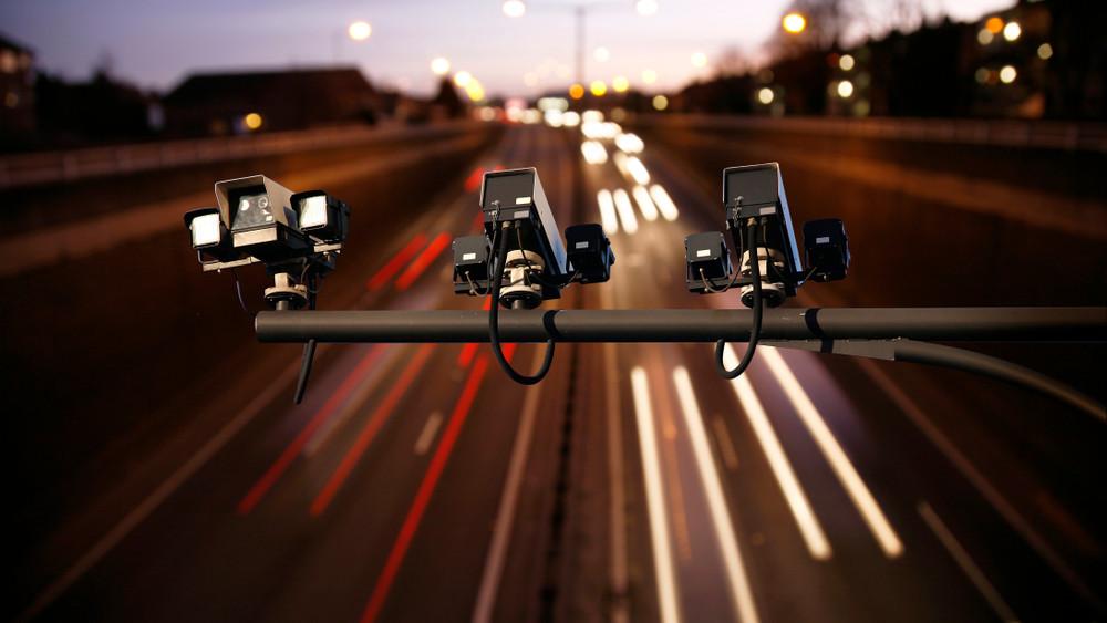 Bekeményít a rendőrség: 1500 gyorshajtót büntetnek meg minden nap