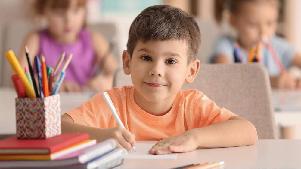 Elképesztően drága az iskolakezdés: így segítik a rászoruló családokat