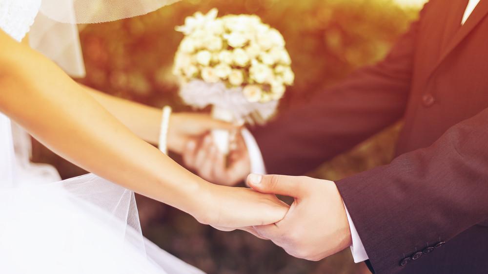 Ezen a vidéki településen ment férjhez titokban a Drága örökösök sztárja