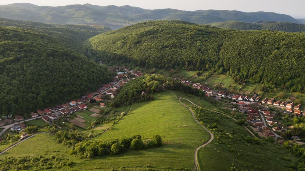Lovasoktatótól a mérnökig: hihetetlen, mennyi melóst keresnek a nemzeti parkok