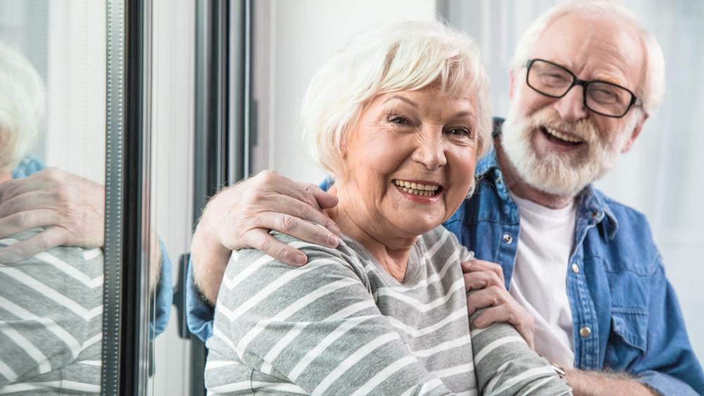 Jó hír a nyugdíjasoknak: több ezer forint üti a markukat