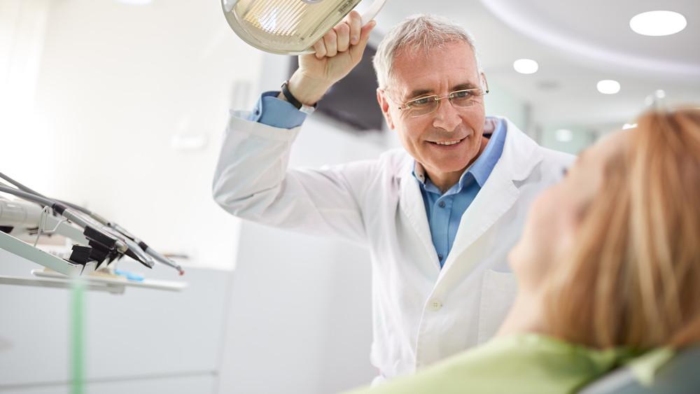 Jobb, ha most nem fáj a fogad: országosan sztrájkolnak a fogorvosok