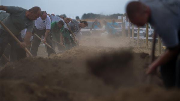 Kihirdették: ez a két vidéki melós nyerte a sírásók országos bajnokságát