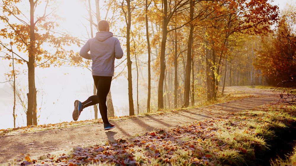 Ezt minden kezdő futó elrontja ősszel: komoly sérülés lehet az edzés vége