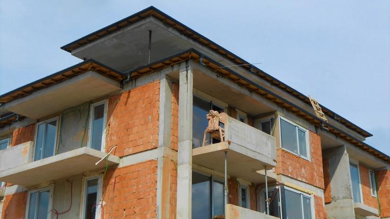 Felújítanád a házad, lakásod? Kezdj el szakit keresni, egy év is lehet a várólista