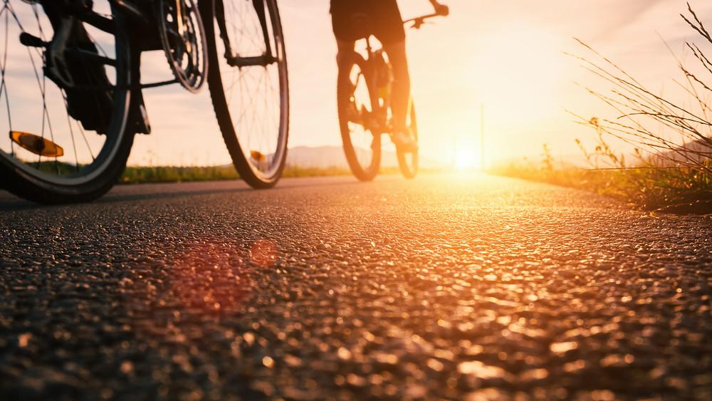 Már nem sokat kell várniuk a bringásoknak: újabb bicikliút vezet majd a Balatonhoz!
