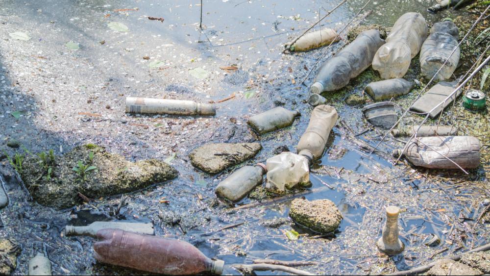 Mindent ellep a szemét: súlyos állapotban a Kenyérmezői-patak + videó