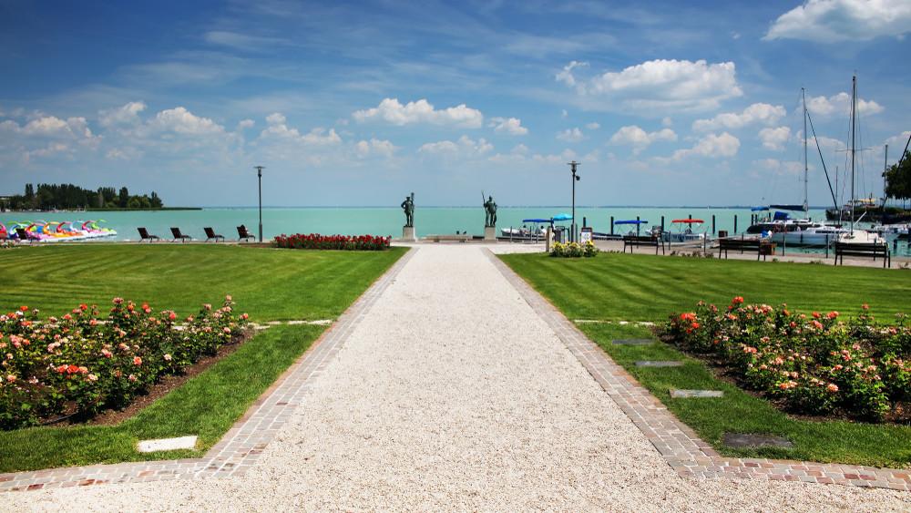 Kevesebben strandoltak idén a Balatonnál: ez lehet az oka