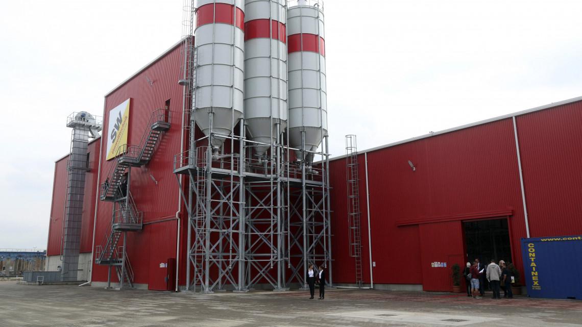 Magyarországon forradalmasítják a betonipart: átadták az új üzemcsarnokot!