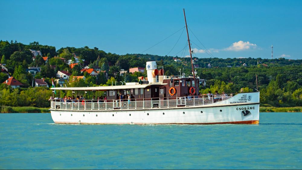 Fontos változás a Balatonnál: mától változik a komp menetrendje