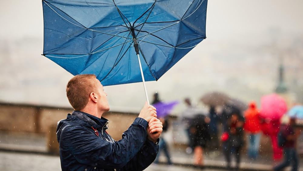 Kiadták a riasztást: itt a lehűlés, viharos szél és eső tarolja le az országot