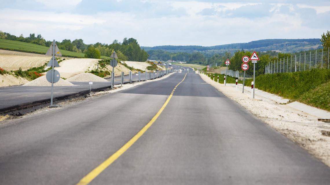 Autósok, szabad az út: átadták a 67-es gyorsforgalmi út egyik szakaszát!