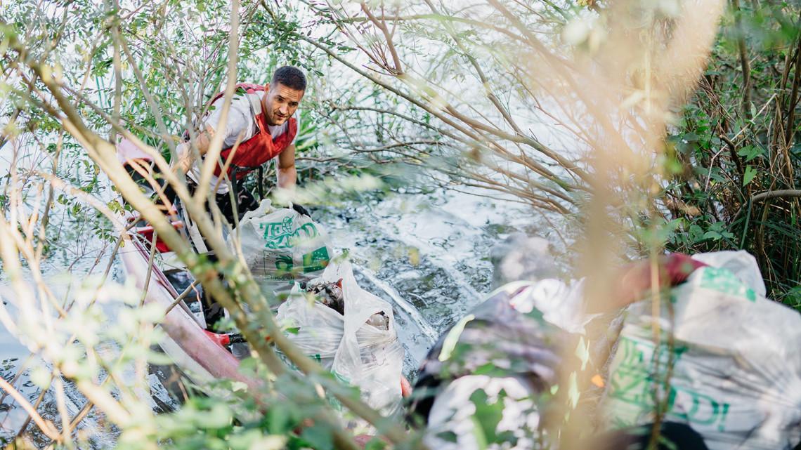 Hihetetlen, mi mindent találtak a Tiszában: volt minden a közel 2 tonna hulladék között