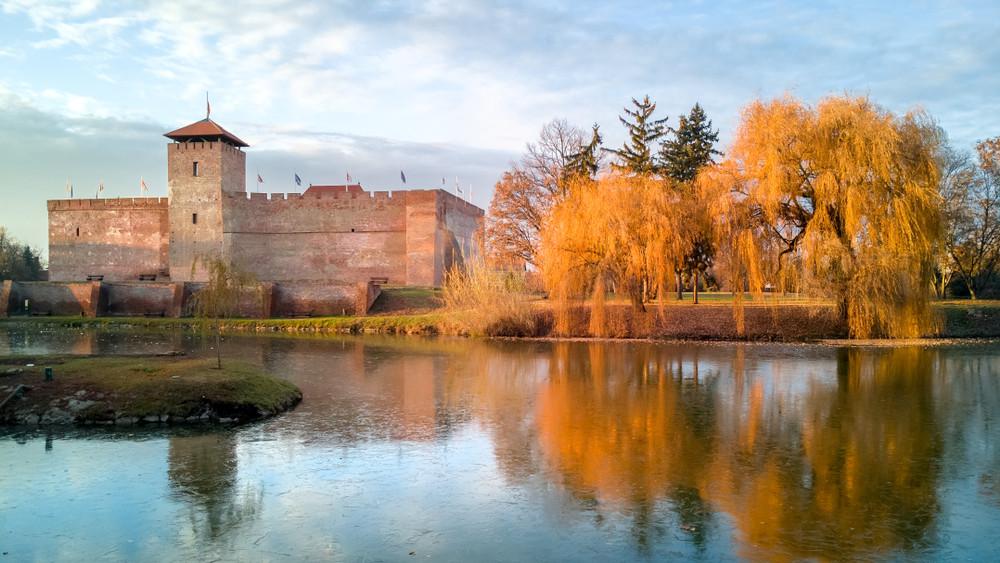 Turisztikai gigafejlesztések Gyulán: megújul a Várfürdő és az Almásy-kastély!