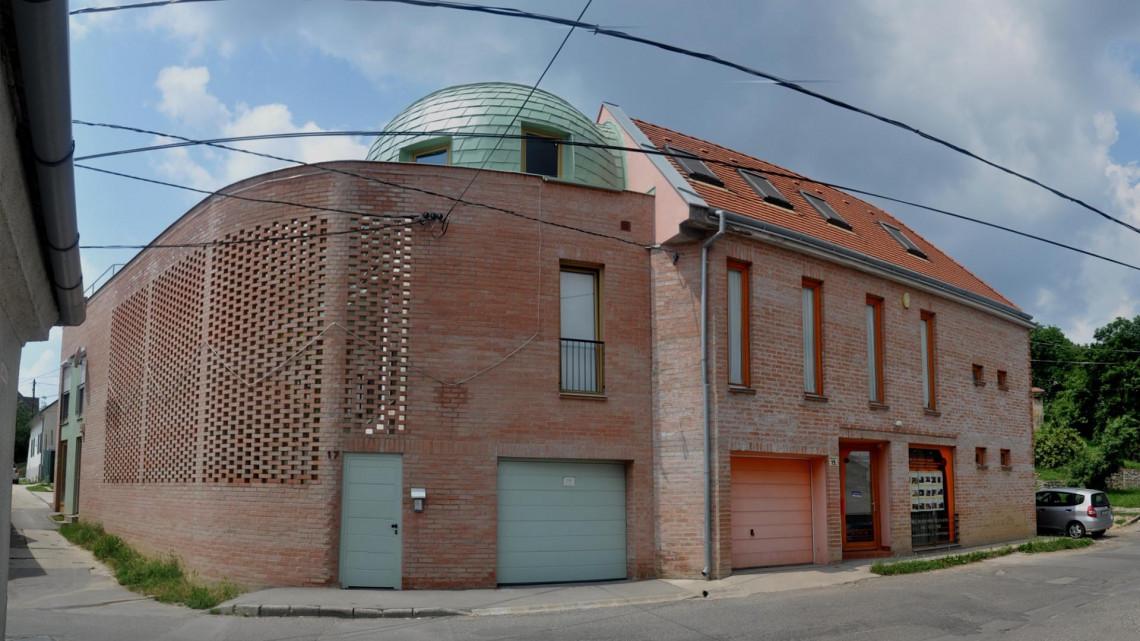 Ez a legmenőbb társasház most Magyarországon: fotókon a díjnyertes épület