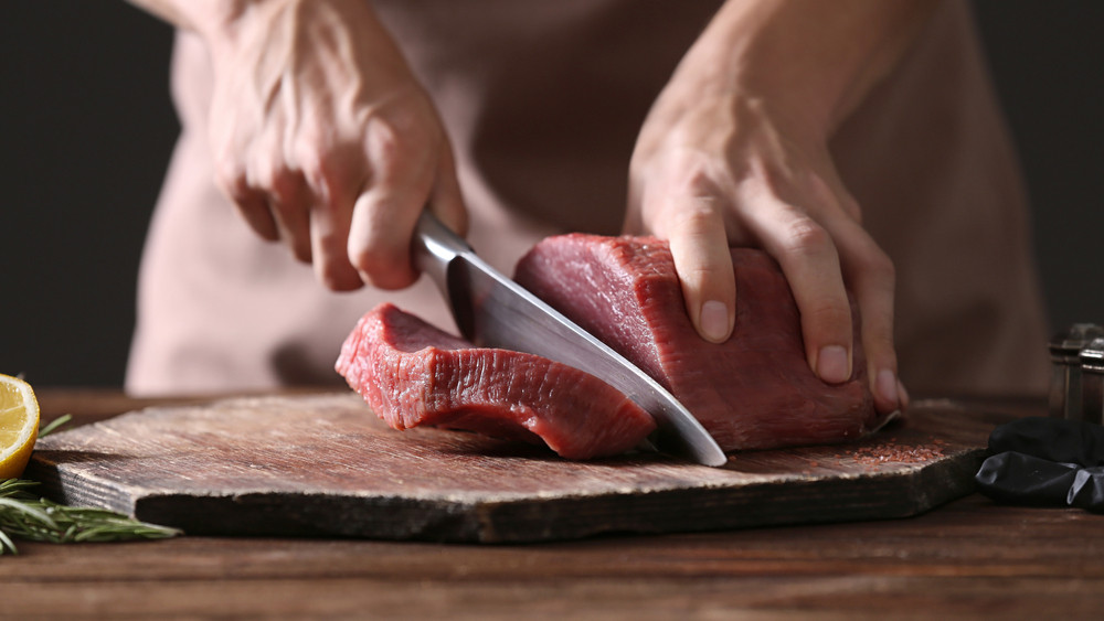 Árrobbanás a magyar boltokban: drágább lesz a sertéshús, mint a marha?