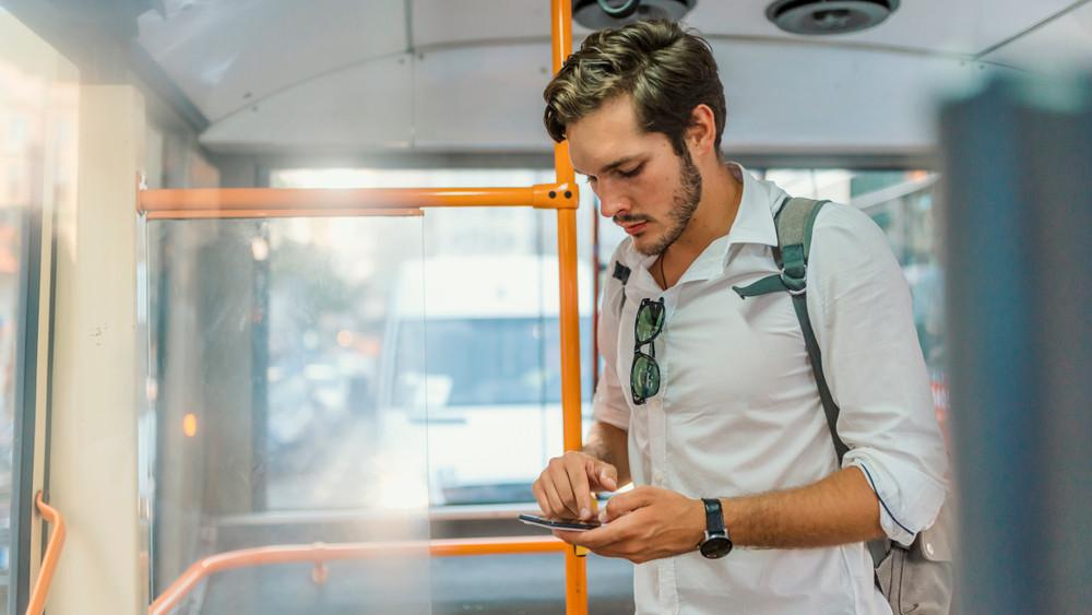 Ilyen még nem volt vidéken: Tatabányán bevezették a Közlekedési Mobiljegyet