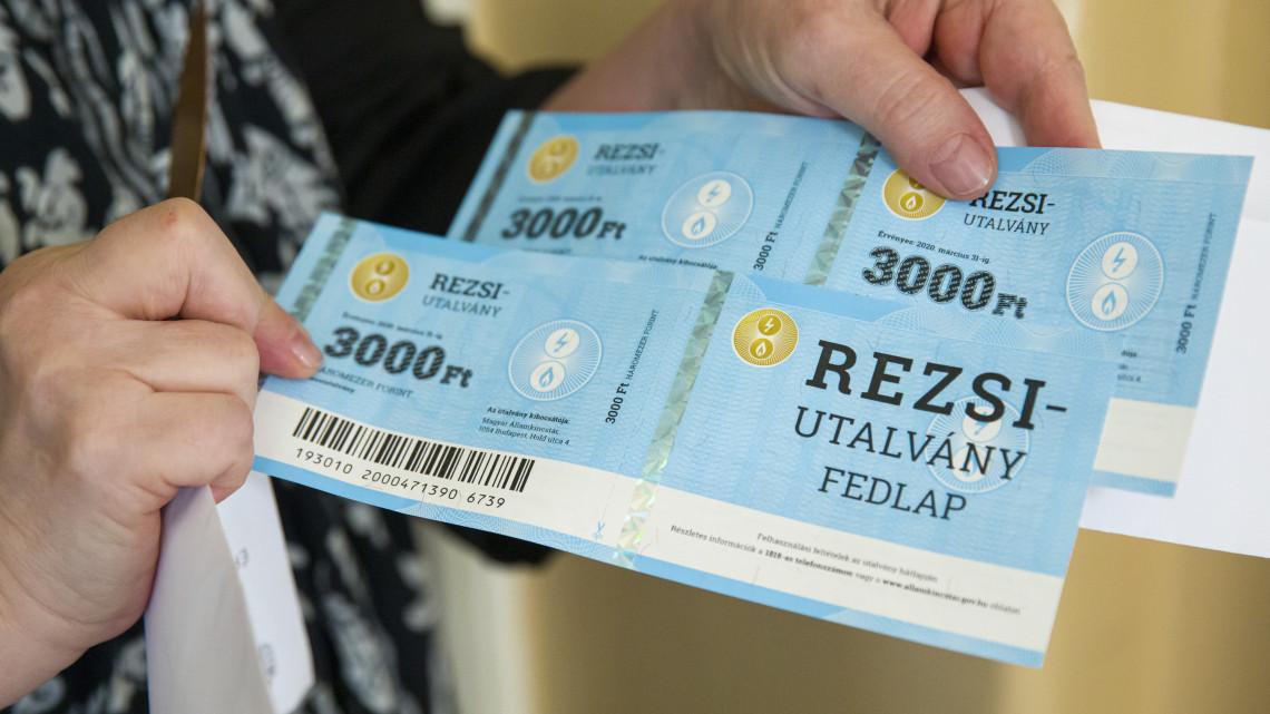 Népszerű a rezsiutalvány: eddig 2,4 millió darabot váltottak be