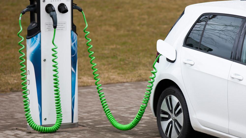 Megéri elektromos autót venni? Rengeteget spórolhatsz: mutatjuk a tesztet! + videó