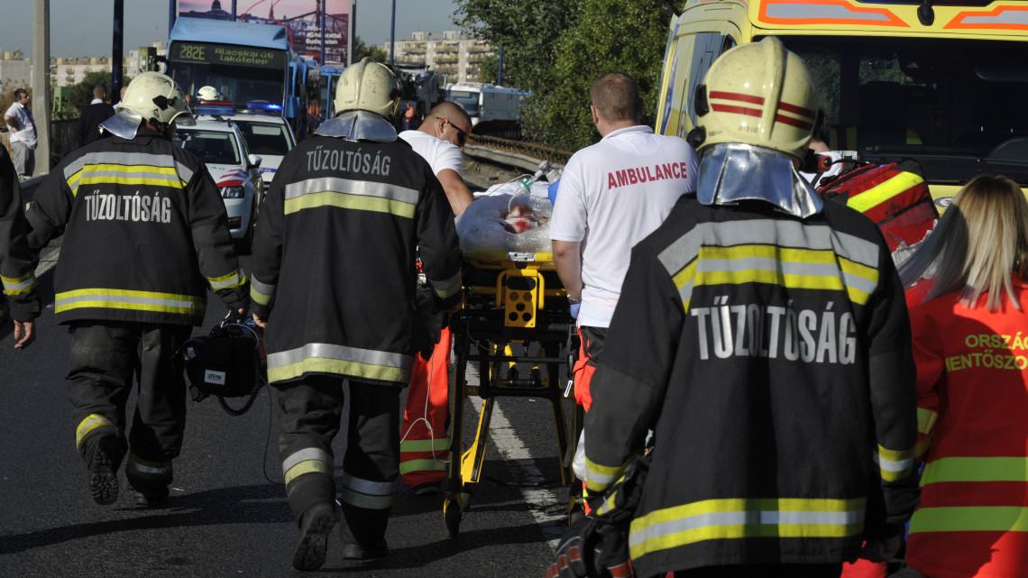 Hatalmas robbanás Szekszárdon: tűzoltók mentették a sebesülteket