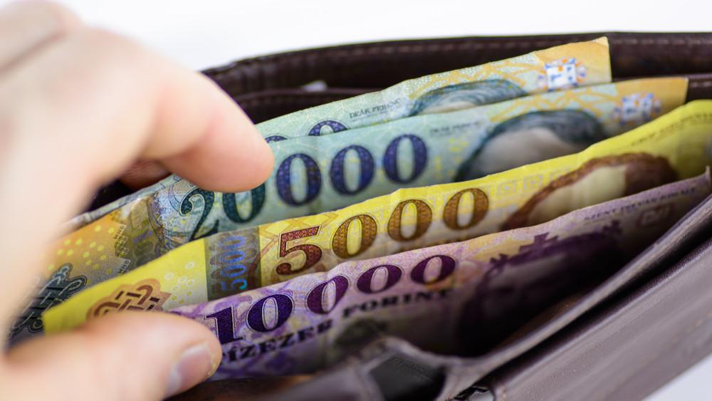 Belassul a világ, de Magyarország tovább hasít: kilőhetnek a bérek vidéken is