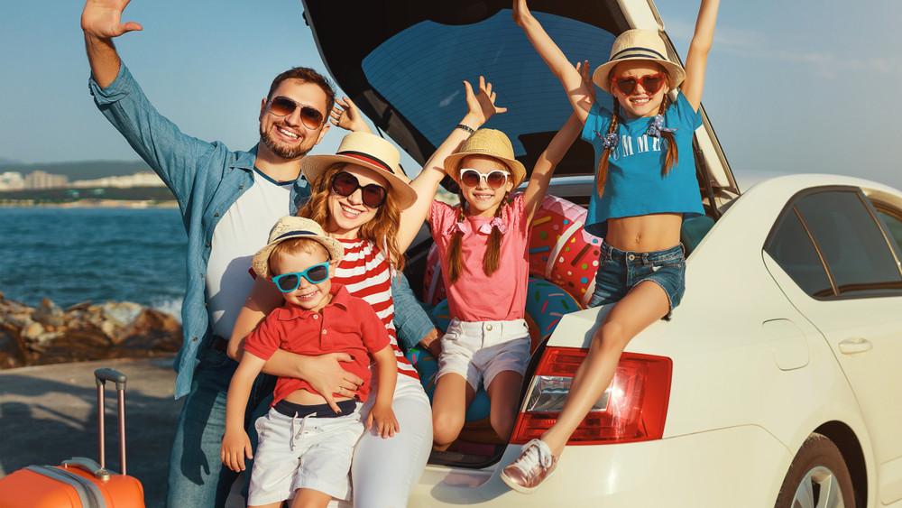 Bejelentették: még több pénzt fordítanak a családi autóvásárlási támogatásba