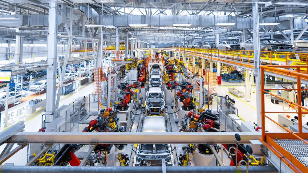 Versenyképes bérekkel tartják meg a dolgozókat: hasítanak a magyar autógyártók
