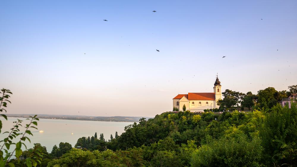 Műemléki felújítás a Balatonon: 3 milliárdból újul meg a Tihanyi Apátság