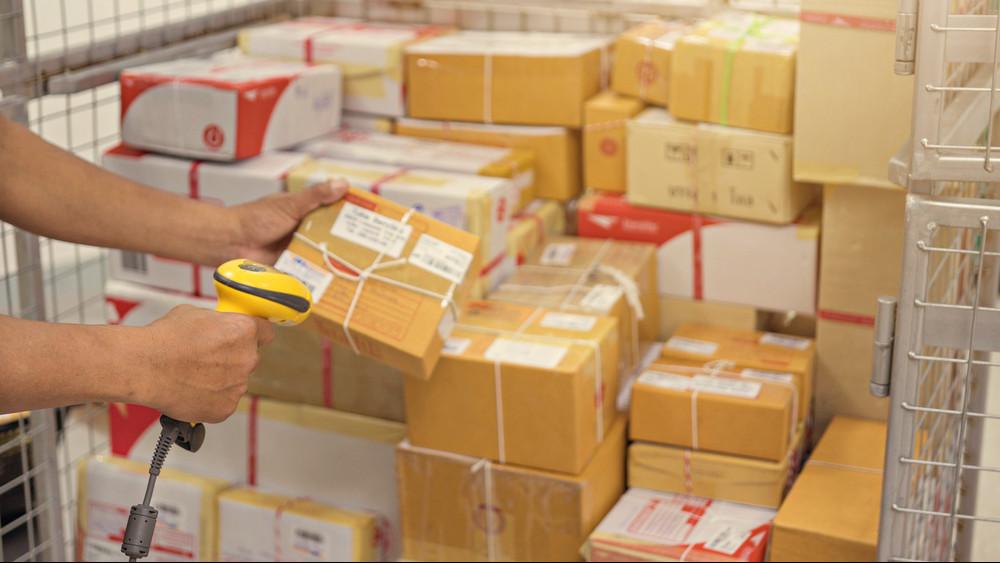 Brutális menniységű csomag várható: a Posta már most készül a karácsonyra