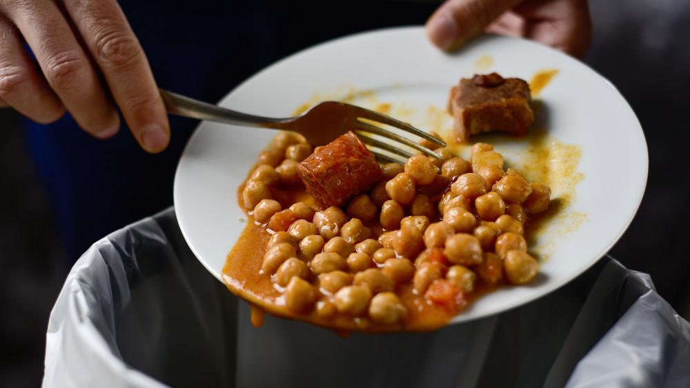 Egyre több élelmiszert pazarolnak a magyarok: ezzel a programmal segítenék a tudatos vásárlást