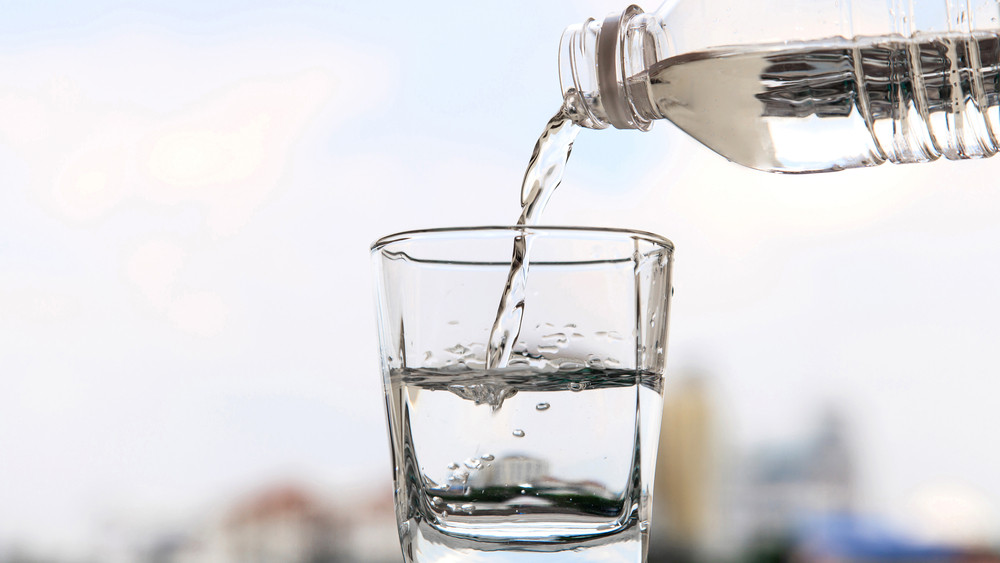 Rákkeltő anyag került a vízbe: mutatjuk, melyik magyar terméket tiltották be