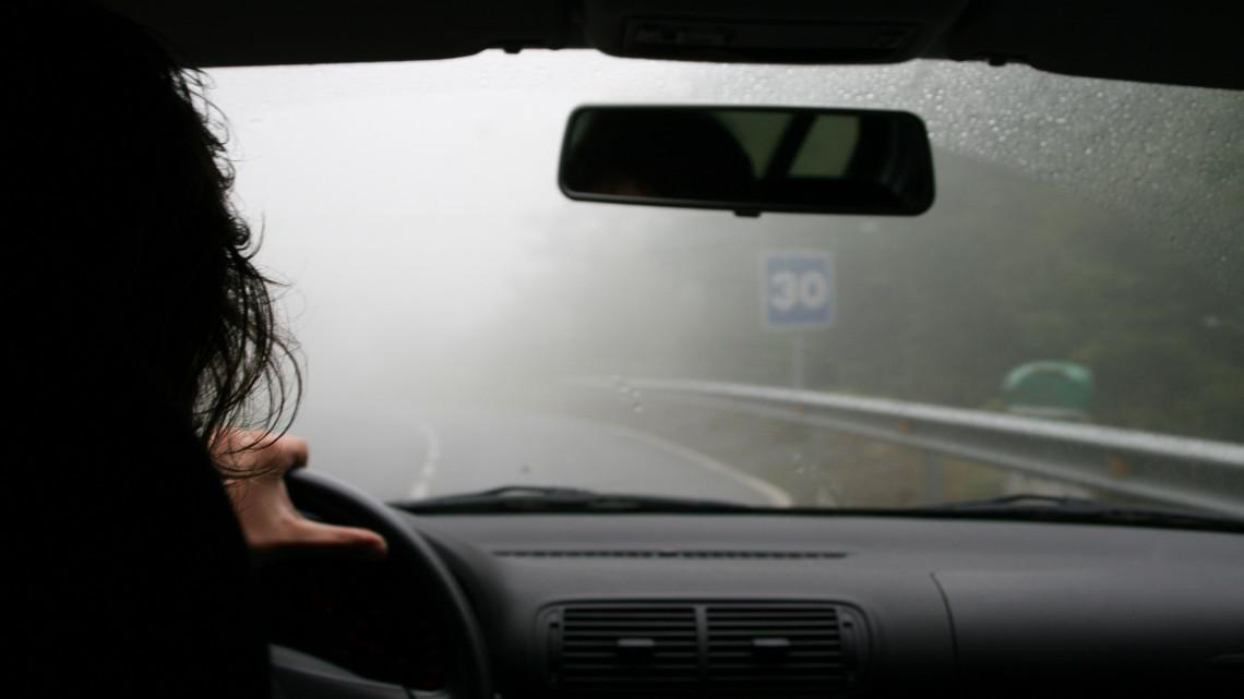 Kiadták a figyelmeztetést: sűrű köd várható ezeken a területeken