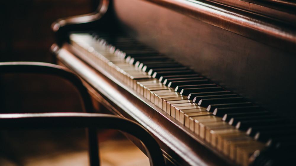 Gyász: elhunyt a legendás magyar zongoraművész