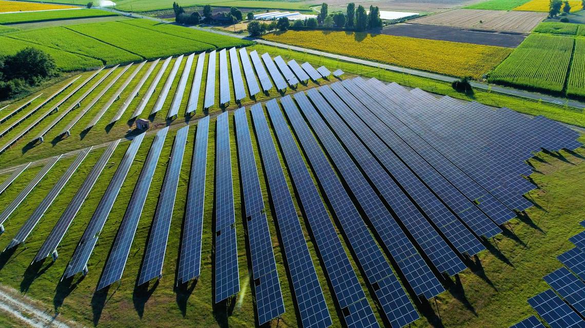 Gombaként nőnek a napelemparkok: 9000 háztartás áramellátását adja az új gigaberuházás