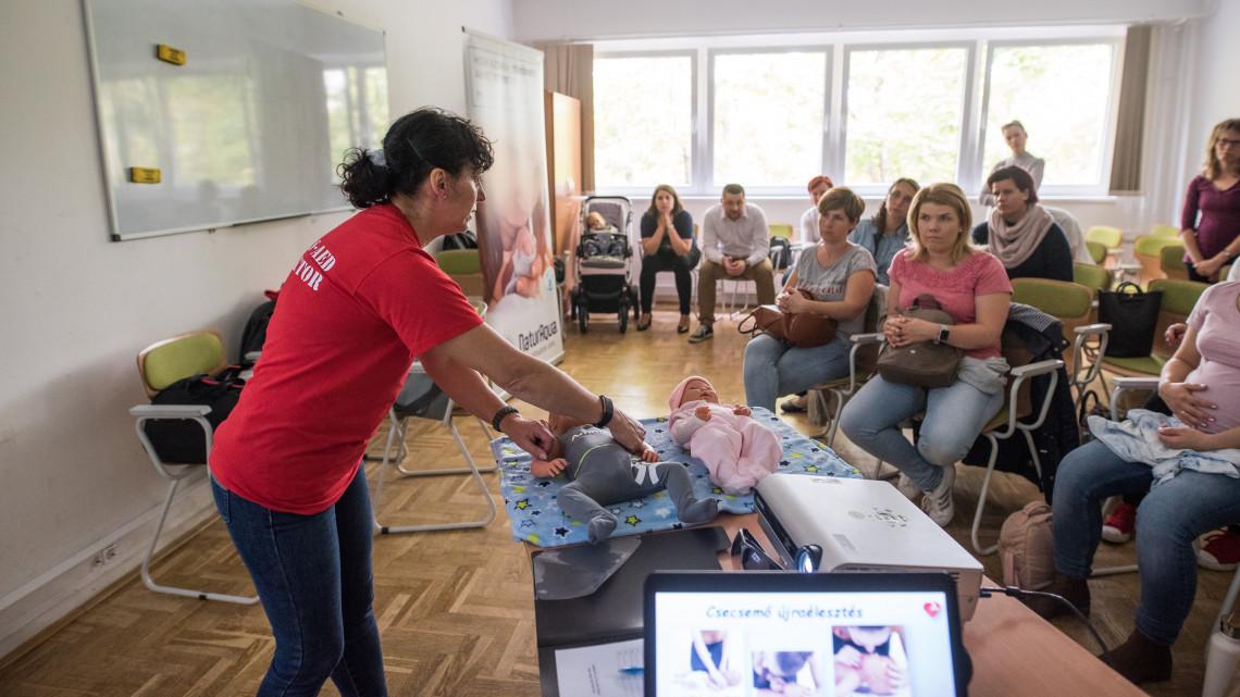 Országos kezdeményezés: itt vehetsz részt a csecsemő- és koraszülött elsősegély tanfolyamokon