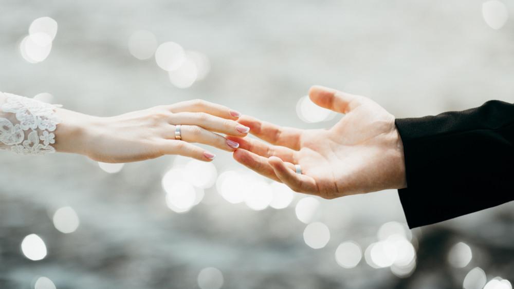 Egyre többen kötnek házasságot: mérséklődött a természetes fogyás