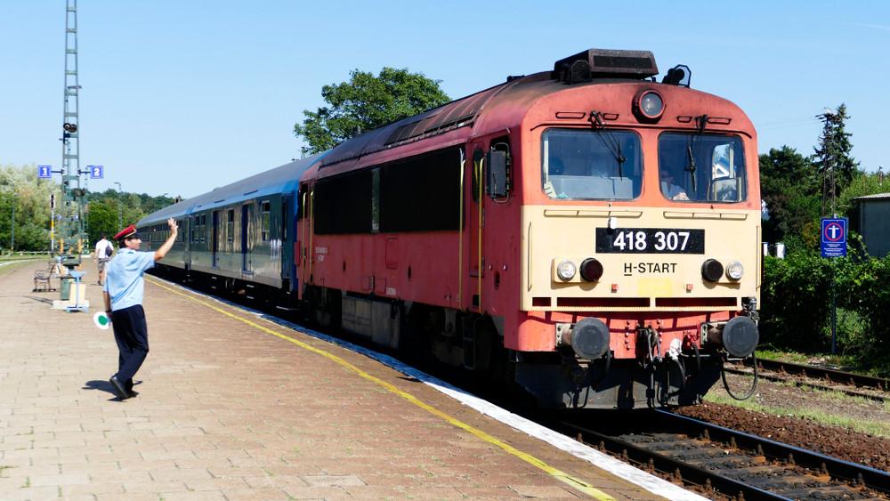 Utazók, figyelem: így változik a vonatok menetrendje a kegyeleti ünnepek alatt