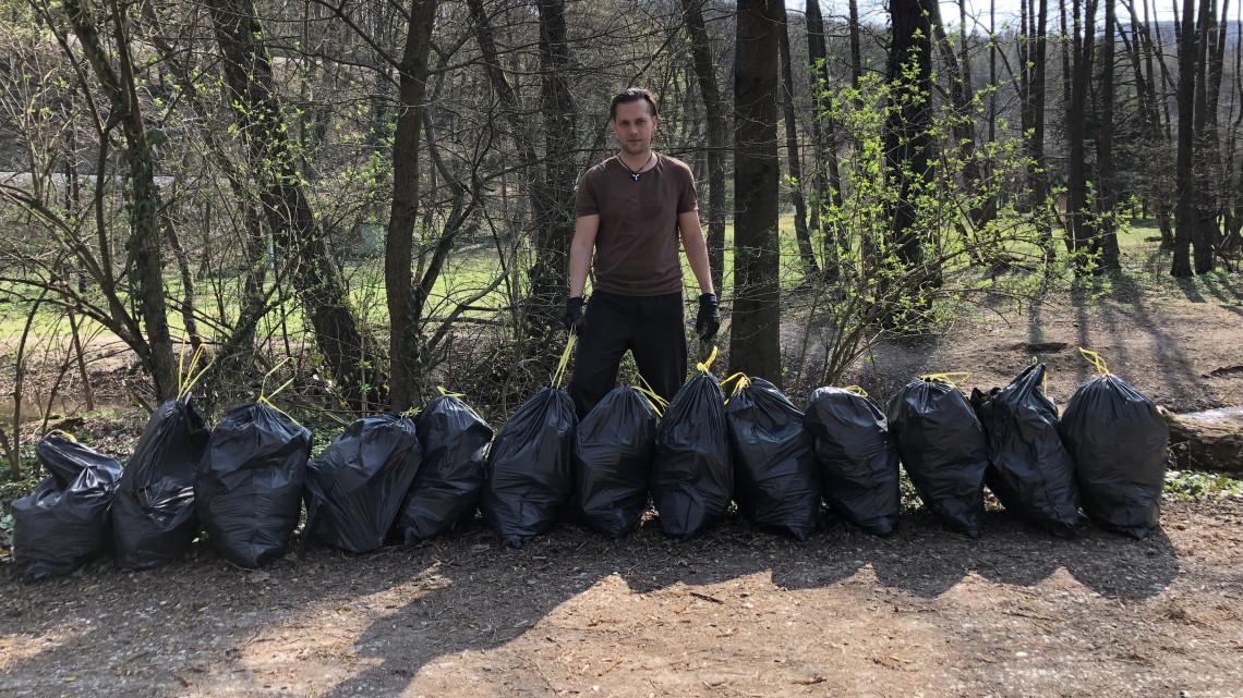 Hihetetlen, mennyi szemét van hazánk legszebb hegységében: hétköznapi hősök tisztítják meg az erdőket
