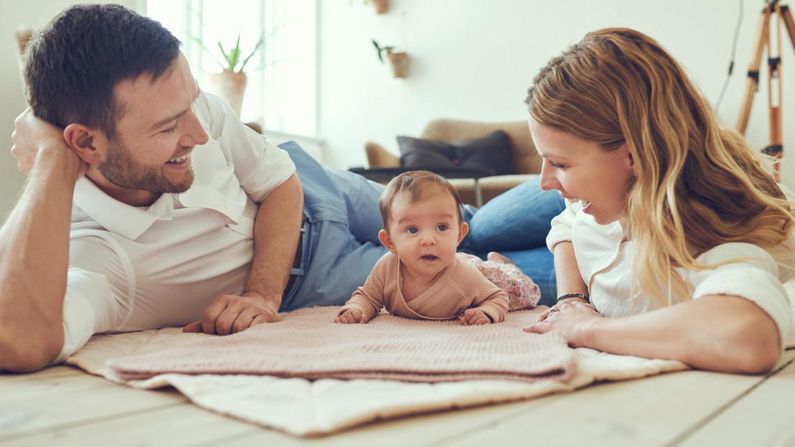 Tarol a babaváró hitel és az autóvásárlási támogatás: ennyien igényelték eddig