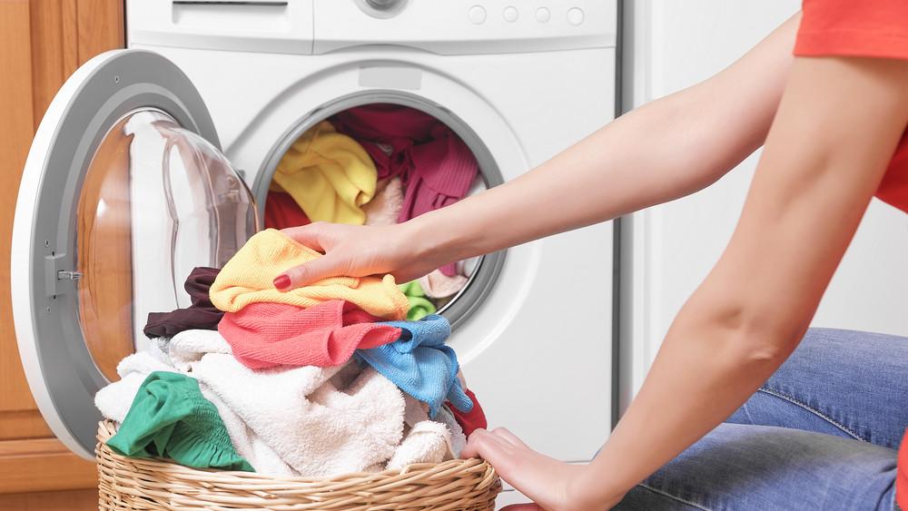 Veszélyes kór fenyegeti a magyar családokat: a legtöbb mosógépben ott lapul