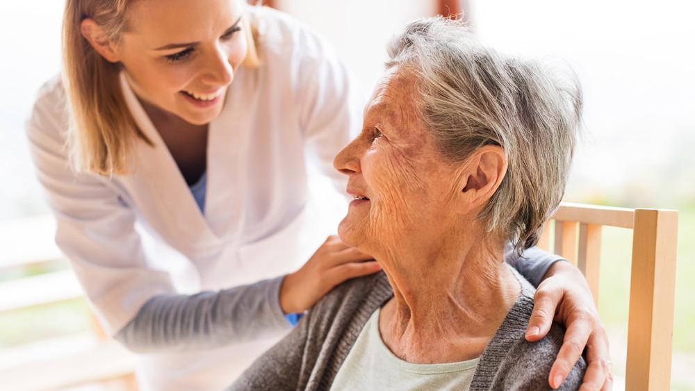 Szinte lehetetlen bekerülni: komoly várólista van a legtöbb idősek otthonában