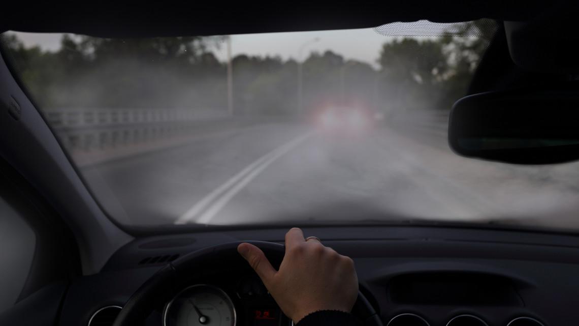Veszélyes a novemberi időjárás: nehezen állnak át a sofőrök