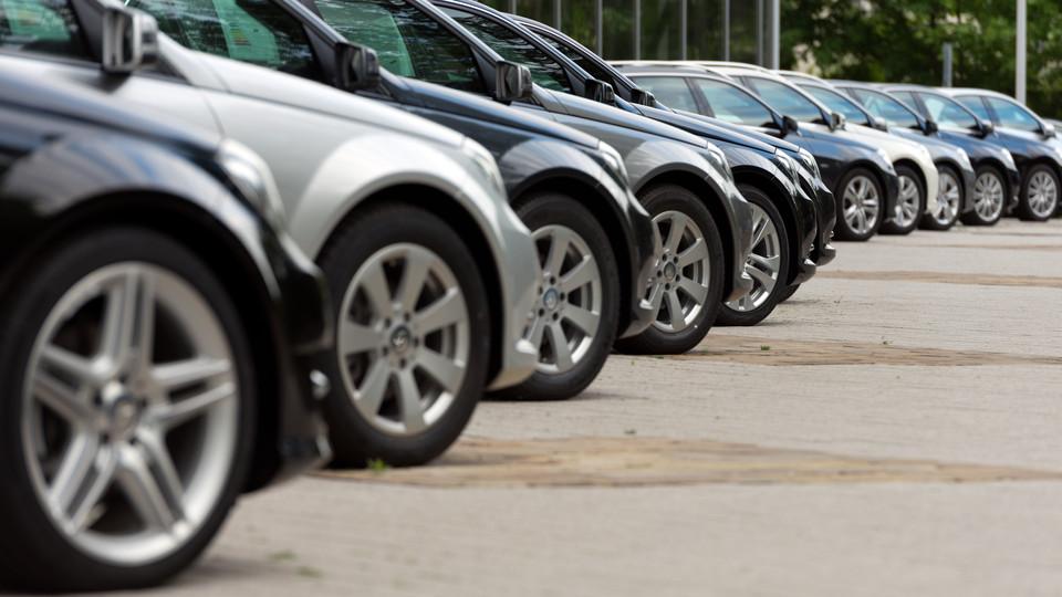 Meglódult az új autók eladása: inkább újat vesznek már a magyarok használt helyett?