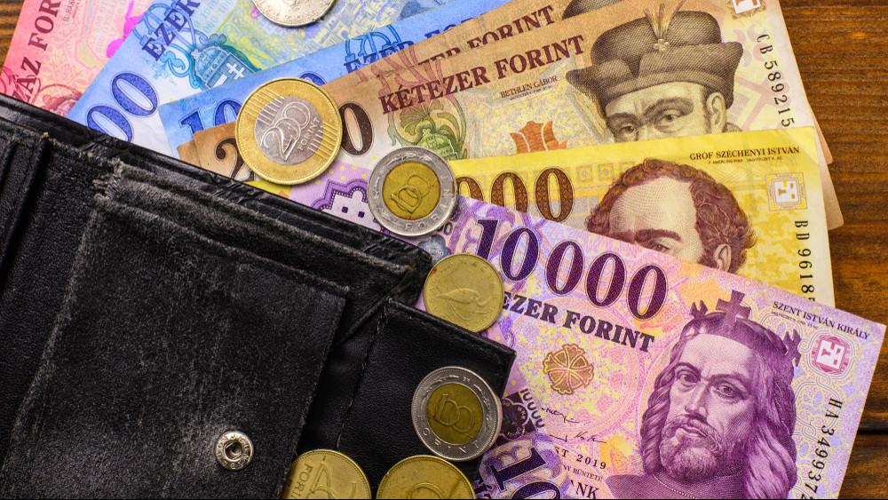 Kiderültek a tervek: ennyi lehet 2020-ban a minimálbér és a garantált bérminimum
