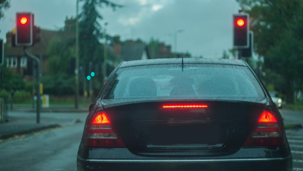 Vidéken már tesztelik: pirosra vált a lámpa a gyorshajtók előtt