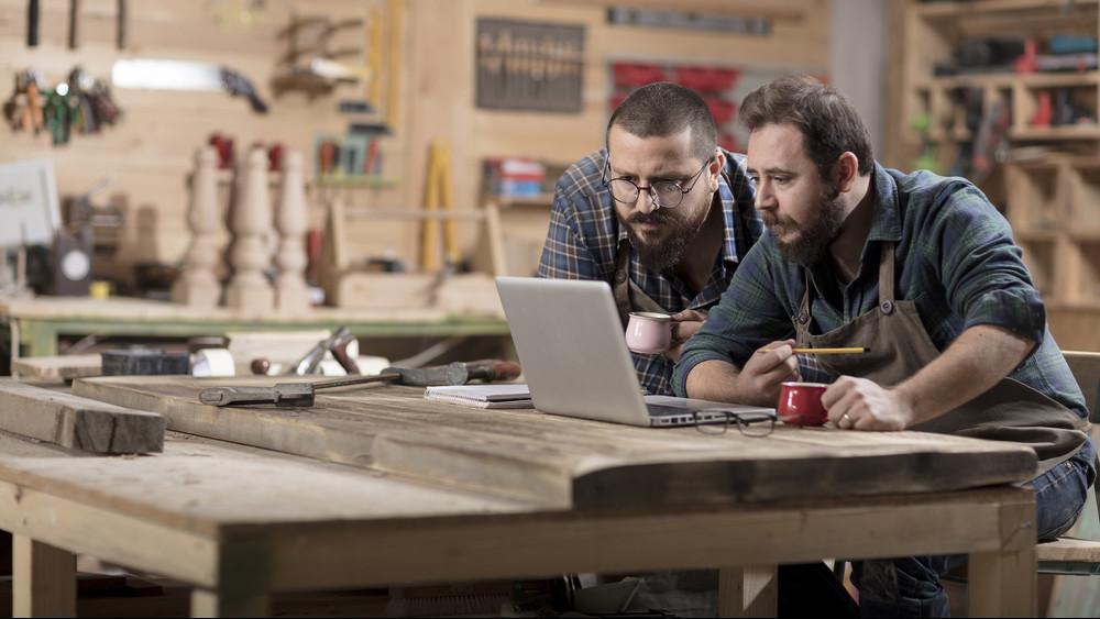 Bajban vannak a kisvállalkozások: nem tudják kigazdálkodni a béremeléseket