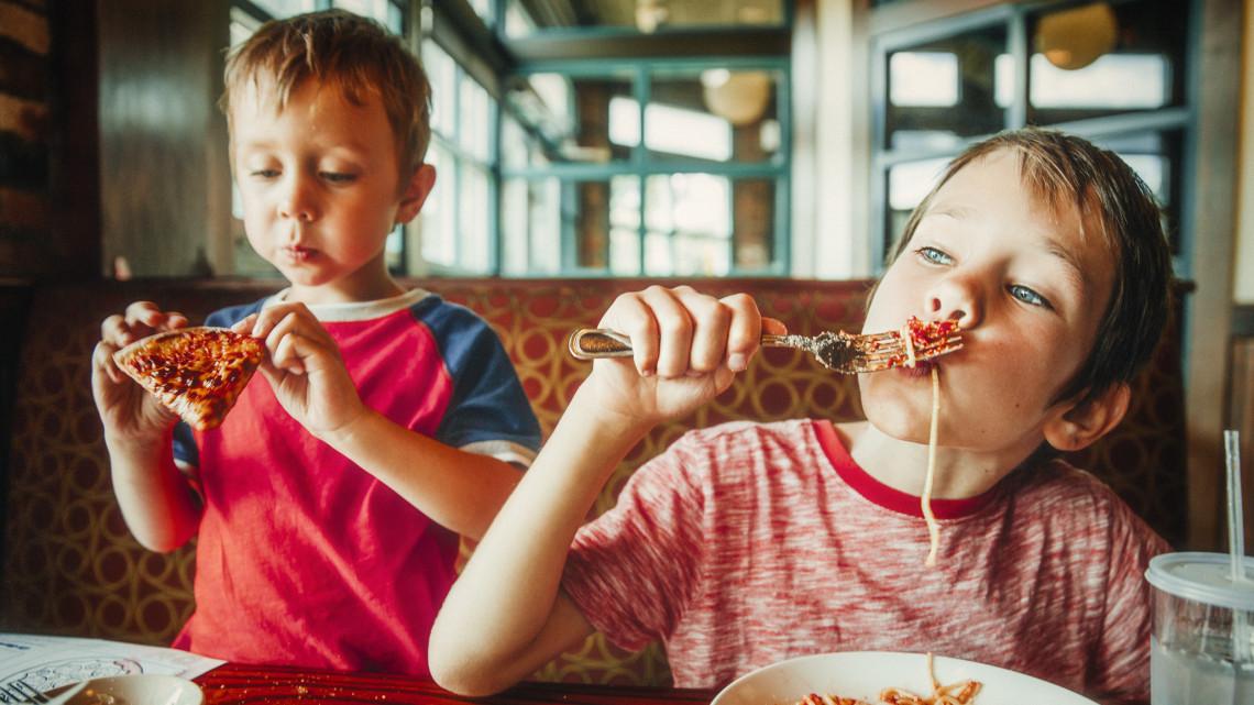 Súlyos beteg lehet a gyereked, ha csak ezeket eszi: itt a 15 pontos tiltólista!