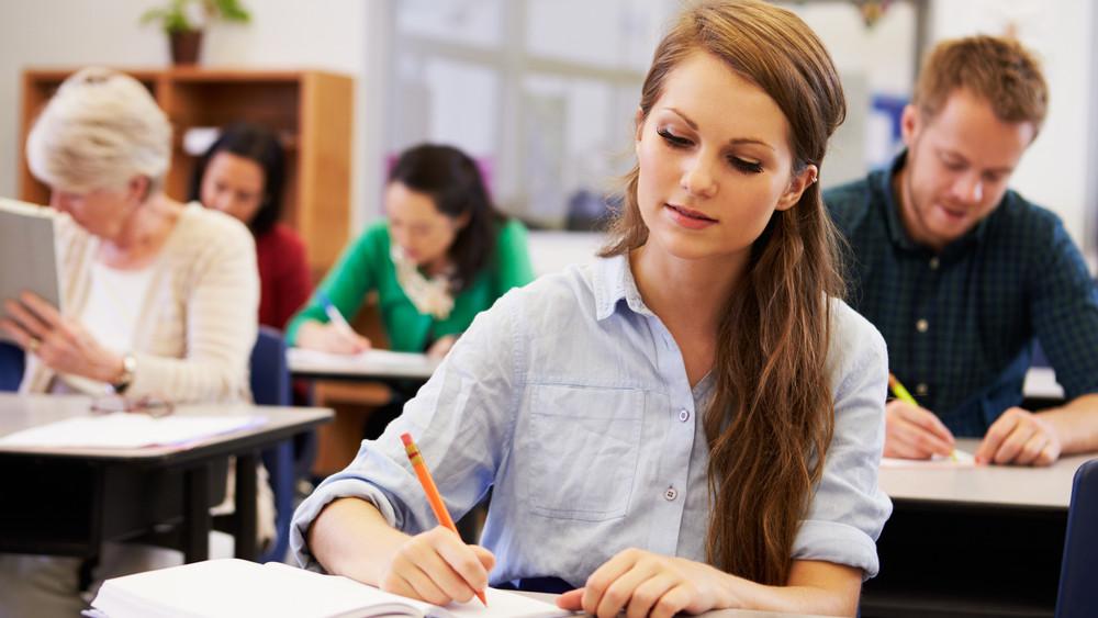 Ennyi pénzt kaphatnak a szakképzésben tanulók: 110 ezer tanulót érint