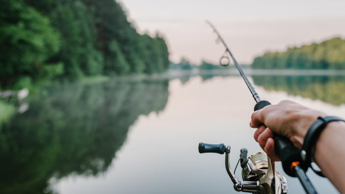 Nem fognak örülni a balatoni horgászok: drágul a területi engedély