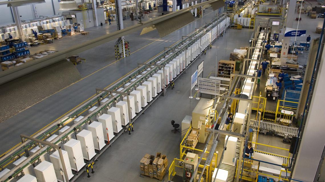 Bejelentették: több mint 33 milliárd forintból fejleszt a nyíregyházi Electrolux gyár